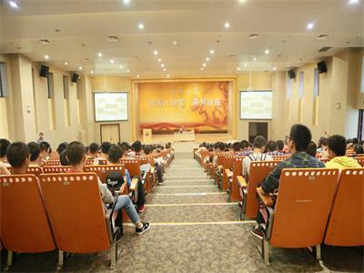 重庆大学成功举办2015级新生职业生涯规划讲座